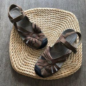 Brown keen sandal